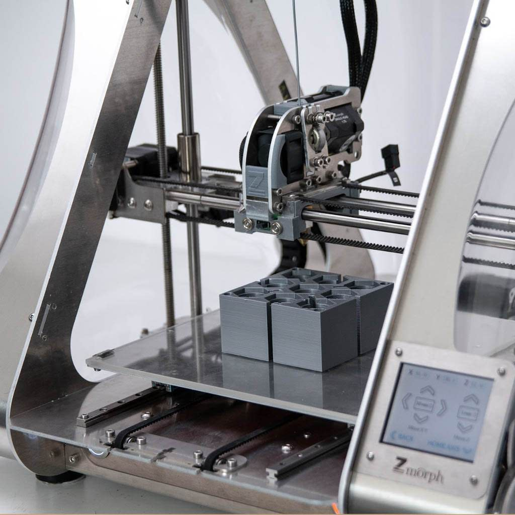 3D Drucker im Einsatz zum drucken eines Hausmodell.